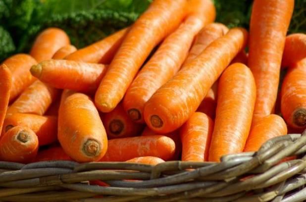 Морковь в корзине